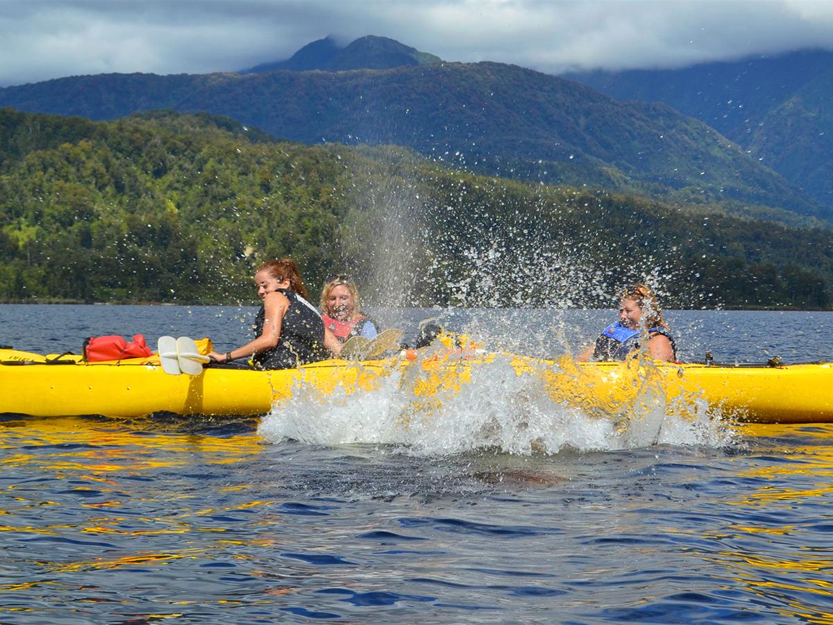 Family Kayaking Tour Lake Mapourika