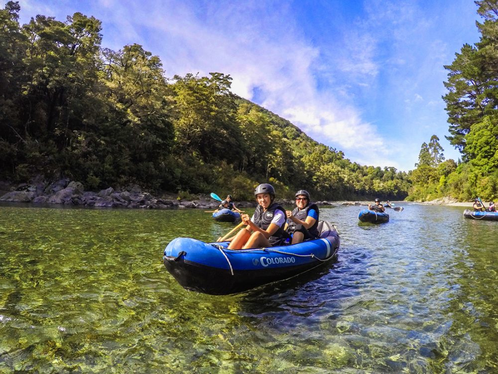 Friends Kayaking New Zealand