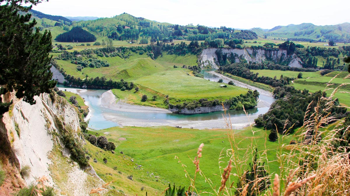 Hiddden Kayaking Gems New Zealand's North Island Lake Rangitikei Valley