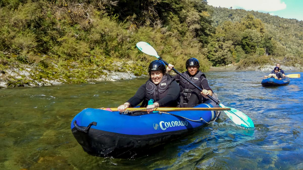 Kayaking Tour between Friends in New Zealand