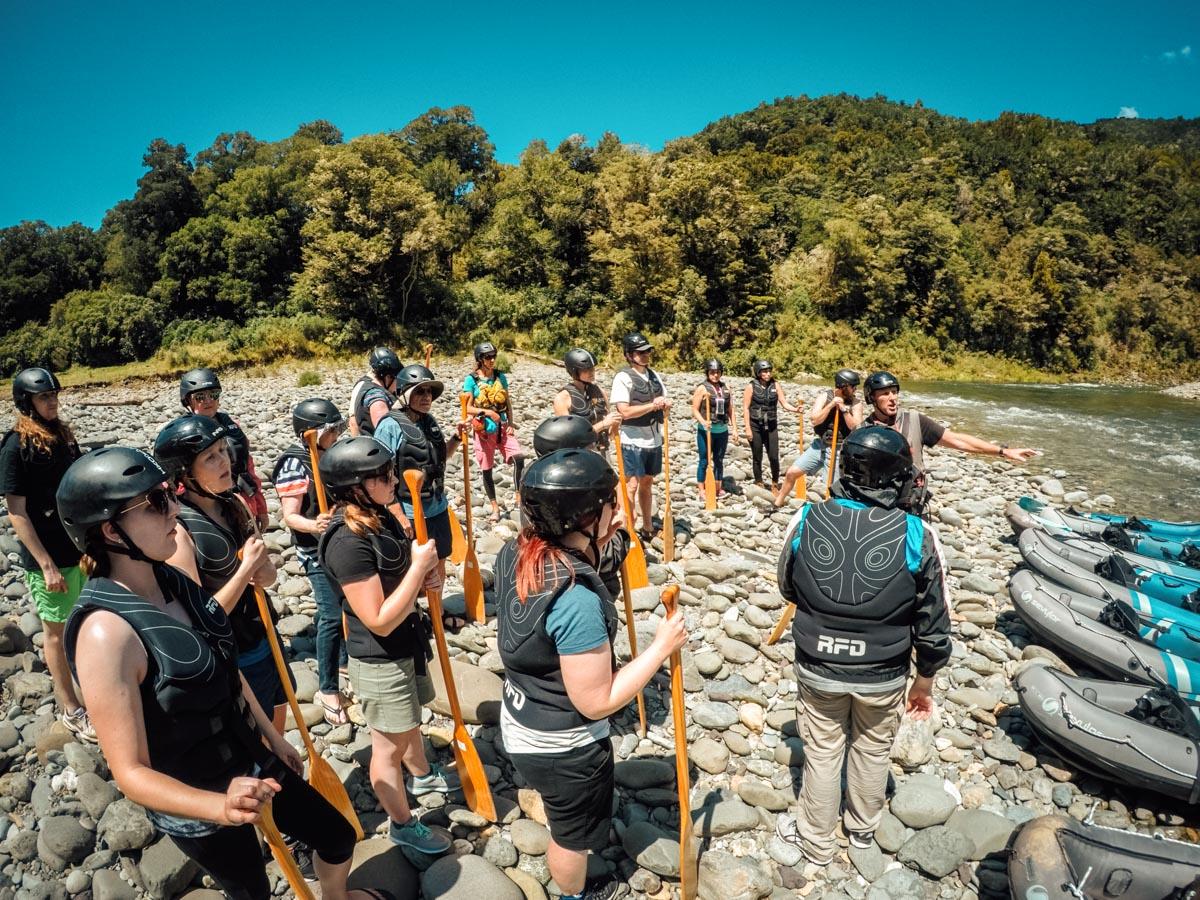 Group preparing the Kayak at the Pelorus River