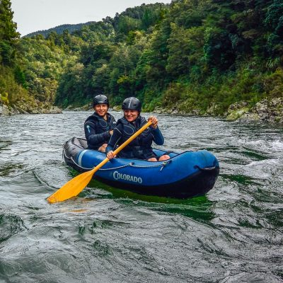Couple having a Kayak tour in New Zealand