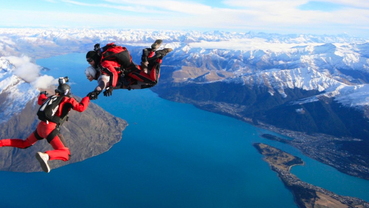 Things to do in New Zealand in Winter Skydiving