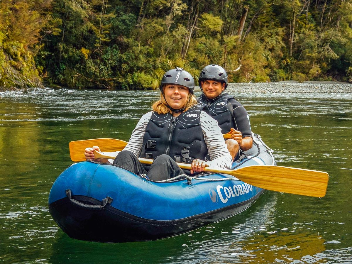 Couple having a kayak tour in New Zealand