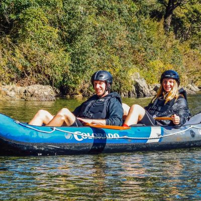 Couple having a kayaking tour in Marlborough