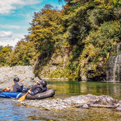 Kayaking the beautiful Pelorus river NZ