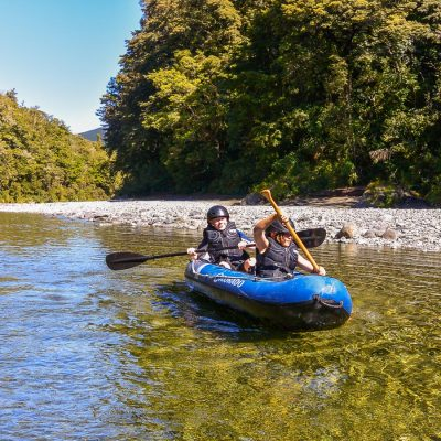 Kids kayaking at the Pelorus river, NZ