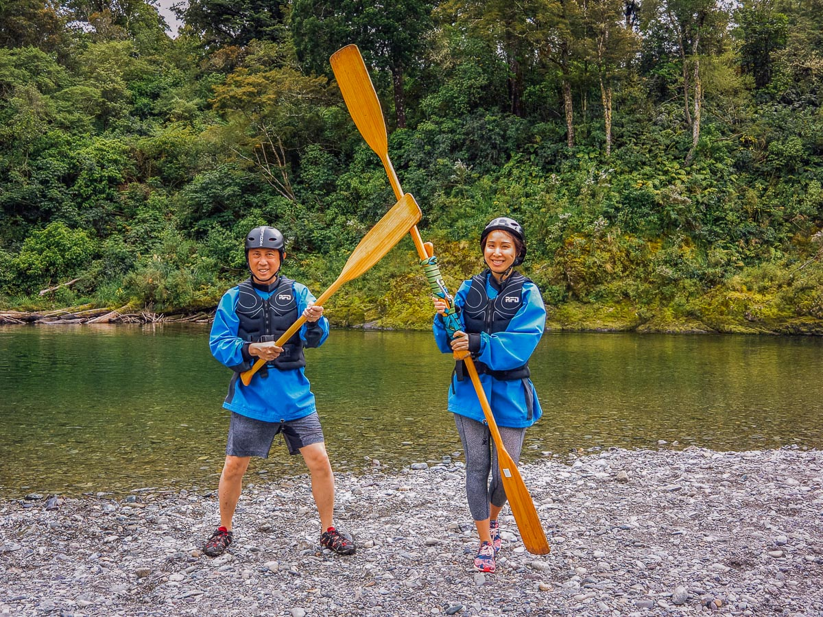 Couple fighting with paddles at the Pelorus river