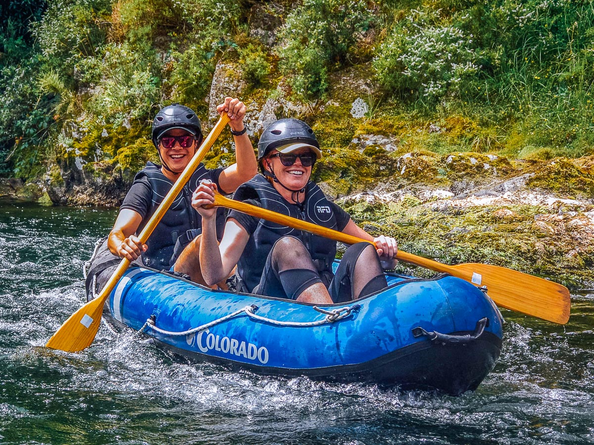 Happy friends kayaking the Pelorus river