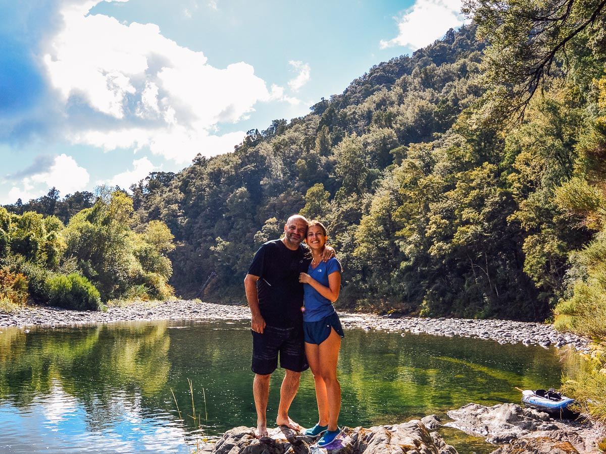 Happy couple at the Pelorus river, Havelock