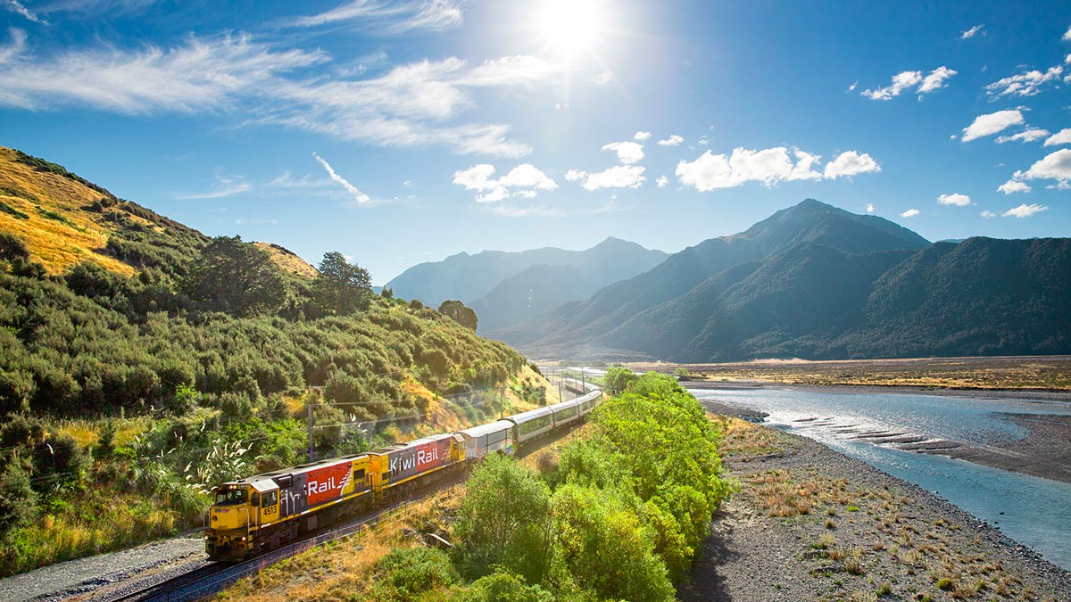 Top things to do in New Zealand South Island Tranzalpine train